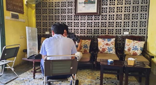 Hà Nội: Quán cà phê, ăn sáng hồ hởi đón khách sau chuỗi ngày tạm đóng cửa - Ảnh 3.