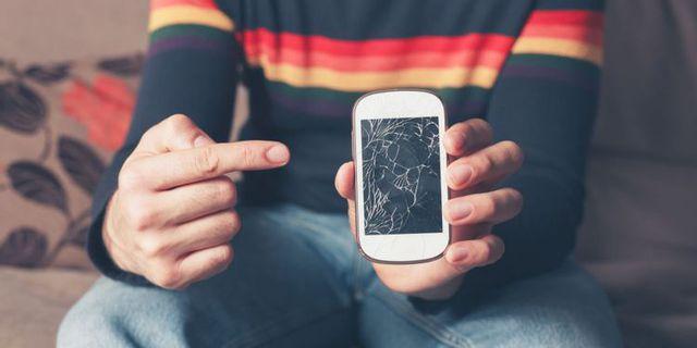 Phải làm gì khi màn hình điện thoại không may bị vỡ? - Ảnh 1.