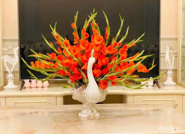 Mẹ đảm Hà Nội hướng dẫn 3 bước cắm hoa dơn hình công, cứ tưởng khó mà công thức đơn giản ai cũng làm được - Ảnh 2.