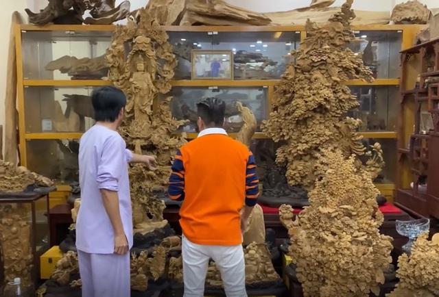 Sở hữu phòng trầm hương trị giá cả trăm tỷ đồng thế này nhưng NS Hoài Linh vẫn bị tố nợ tiền gỗ - Ảnh 3.