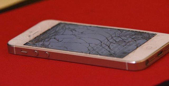 Phải làm gì khi màn hình điện thoại không may bị vỡ? - Ảnh 3.