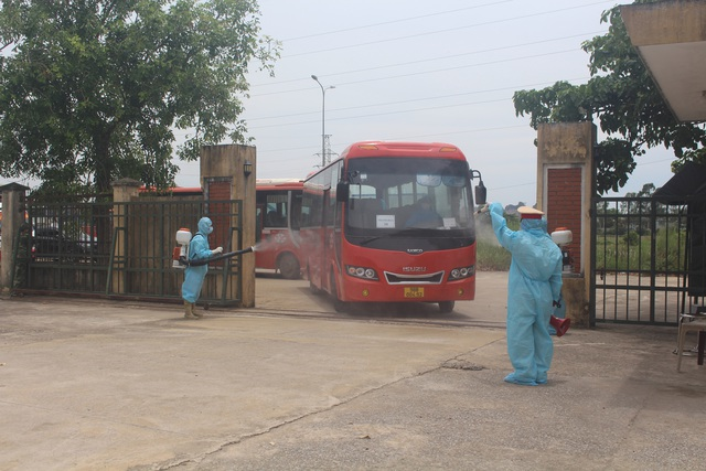 Thanh Hóa tiếp nhận 422 công dân từ Bắc Giang trở về địa phương - Ảnh 1.