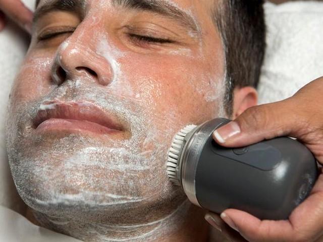 6 sai lầm khi rửa mặt khiến da bạn xấu đi mỗi ngày - Ảnh 4.
