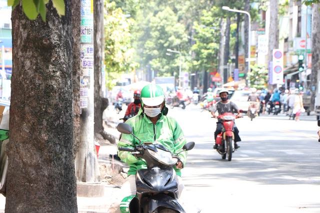 Shipper Sài Gòn bội đơn mùa dịch - Ảnh 8.