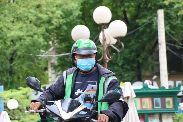 Shipper Sài Gòn bội đơn mùa dịch - Ảnh 7.