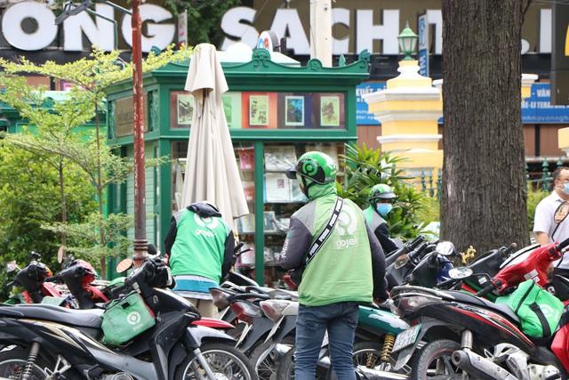 Shipper Sài Gòn bội đơn mùa dịch - Ảnh 5.