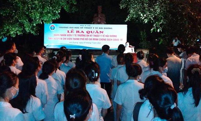Lễ xuất quân trong đêm của hơn 300 sinh viên trường Y Hải Dương chia lửa với tâm dịch TP. Hồ Chí Minh - Ảnh 2.