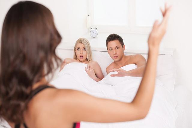 Biết chồng ngoại tình nhờ 5 dấu hiệu tố cáo dễ nhận thấy nhất - Ảnh 2.