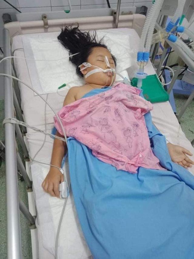 Xót xa hai mẹ con bị tai nạn thương tâm, mỗi người nằm một bệnh viện - Ảnh 2.