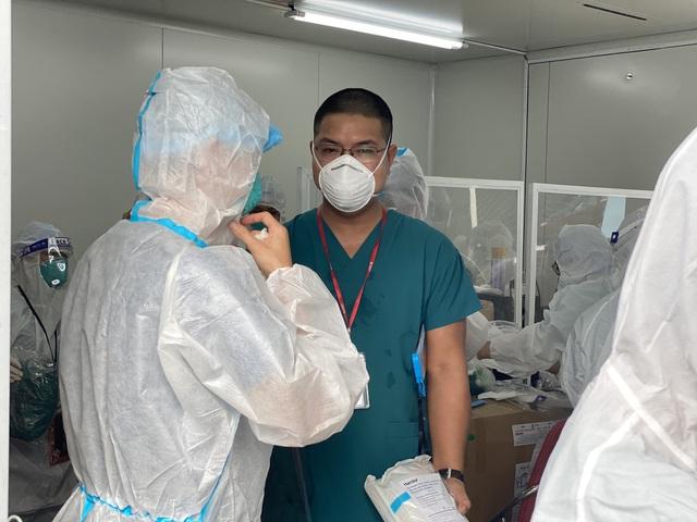 Mục sở thị những căn phòng điều trị bệnh nhân COVID-19 nặng, nguy kịch ở TP.HCM - Ảnh 4.