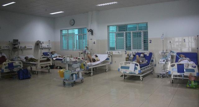 Mục sở thị những căn phòng điều trị bệnh nhân COVID-19 nặng, nguy kịch ở TP.HCM - Ảnh 5.