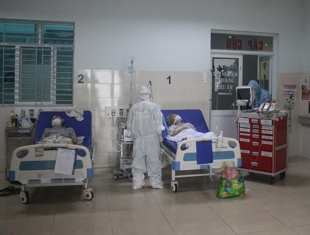 Mục sở thị những căn phòng điều trị bệnh nhân COVID-19 nặng, nguy kịch ở TP.HCM - Ảnh 7.