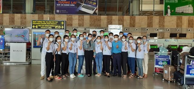 دانشجویان دانشگاه پزشکی و داروسازی نگوین تایلند موهای خود را کوتاه می کنند و برای کمک به مبارزه با اپیدمی وارد شهر هوشی مین می شوند - عکس 4.