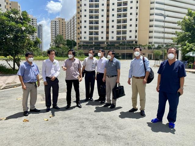 Bộ Y tế kiểm tra việc thu dung và điều trị bệnh nhân tại các bệnh viện dã chiến ở TP.HCM - Ảnh 2.