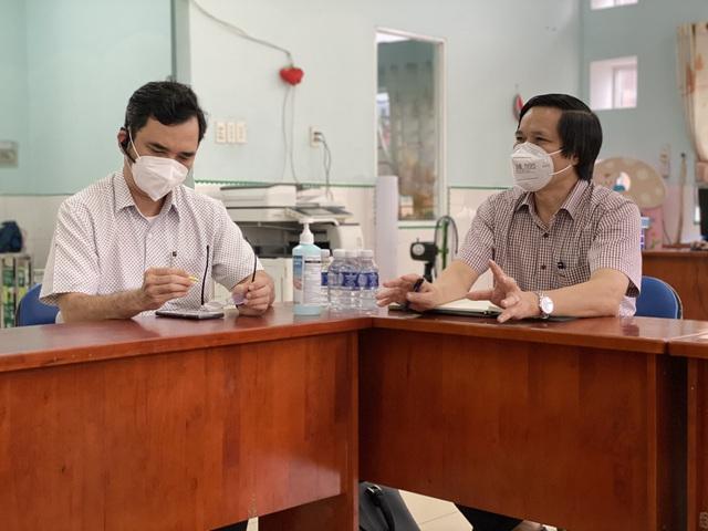 Bộ Y tế kiểm tra việc thu dung và điều trị bệnh nhân tại các bệnh viện dã chiến ở TP.HCM - Ảnh 8.