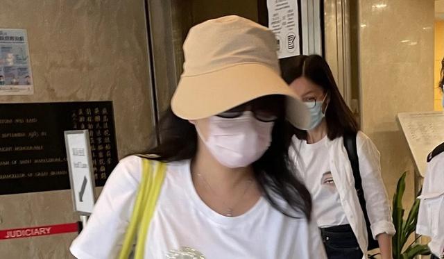 Nữ giáo viên Hong Kong tử vong vì tin tay nghề hút mỡ của bạn - Ảnh 3.