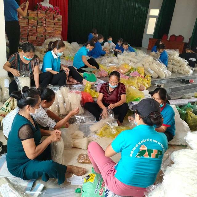 Những chuyến hàng nghĩa tình của người dân xứ Thanh chuẩn bị vận chuyển vào TP Hồ Chí Minh - Ảnh 2.
