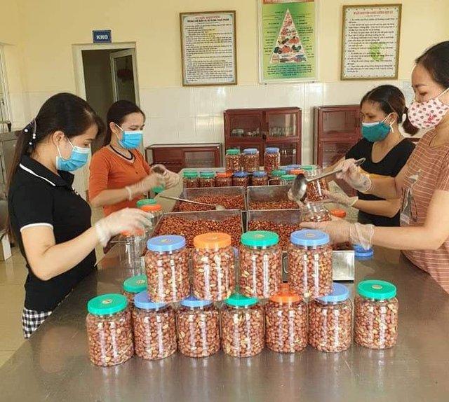 Những chuyến hàng nghĩa tình của người dân xứ Thanh chuẩn bị vận chuyển vào TP Hồ Chí Minh - Ảnh 1.