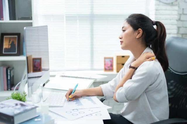 Lựa chọn máy massage công nghệ TENS cho dân văn phòng - Ảnh 1.