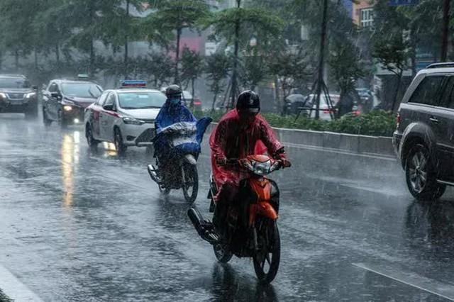 Miền Bắc mưa dông lớn 3 ngày liên tiếp - Ảnh 2.