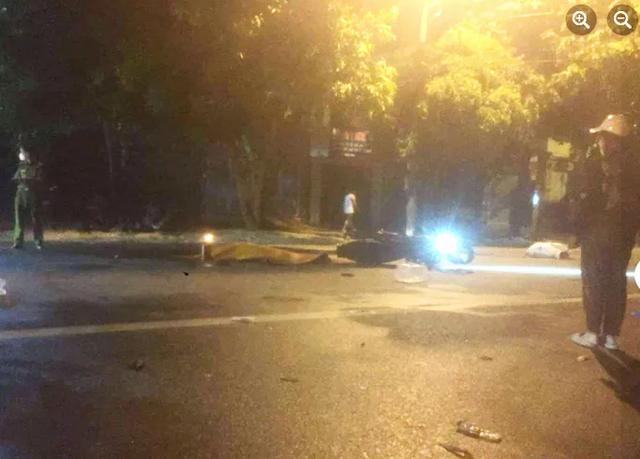 Ngã ra đường, nam thanh niên đi xe máy bị ôtô cán tử vong  - Ảnh 1.