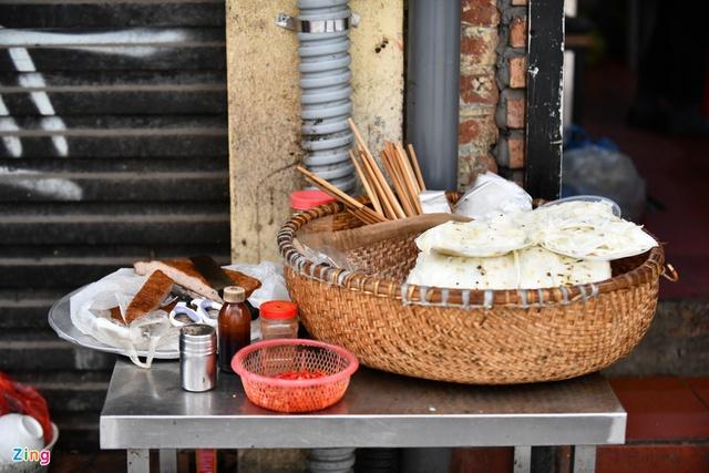 Hàng bánh cuốn nổi tiếng bán hơn 100 suất mang về mỗi ngày - Ảnh 13.