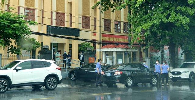 های فونگ افزود که معاون رئیس پلیس منطقه دو سون به جرم جعل سوابق دستگیر شده است - عکس 1.