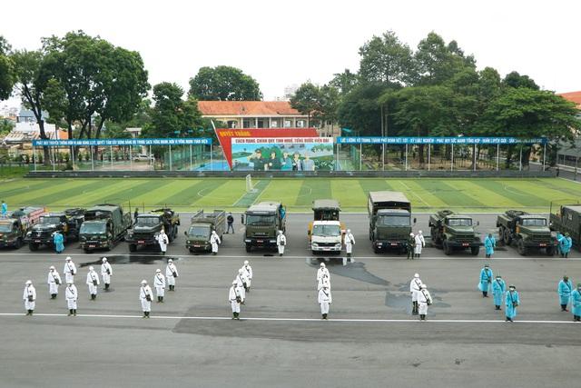 Quân đội khử khuẩn toàn Sài Gòn, quy mô lớn nhất từ trước đến nay - Ảnh 2.