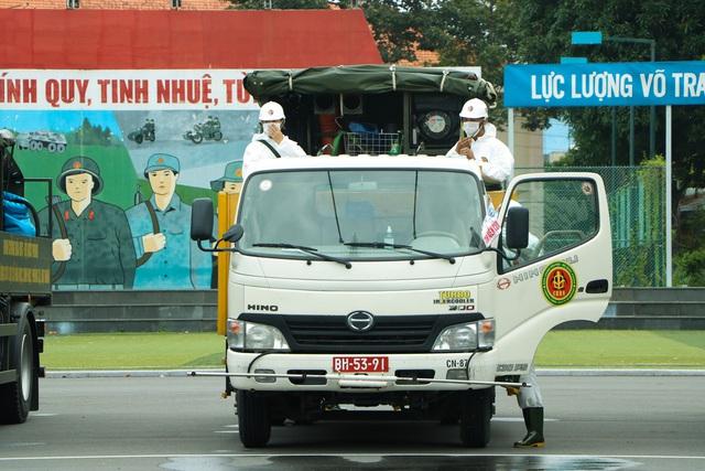 Quân đội khử khuẩn toàn Sài Gòn, quy mô lớn nhất từ trước đến nay - Ảnh 5.