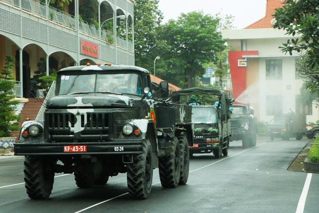 Quân đội khử khuẩn toàn Sài Gòn, quy mô lớn nhất từ trước đến nay - Ảnh 6.