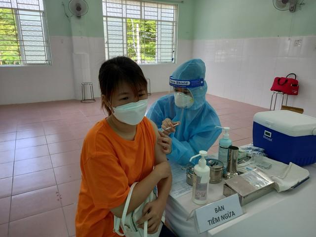 TP.HCM: Tiêm chủng vaccine ngừa COVID-19 an toàn và quản lý chặt khu cách ly - Ảnh 2.