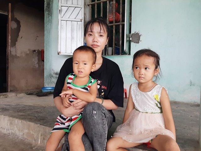 Trao tiền bạn đọc hỗ trợ 2 đứa trẻ có bố mất do tai nạn giao thông, mẹ bị tim bẩm sinh, ốm yếu - Ảnh 1.
