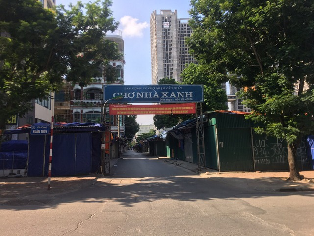 Lạ lùng cảnh phố phường Hà Nội trong ngày thứ 3 thực hiện giãn cách xã hội - Ảnh 6.