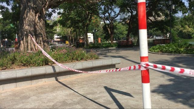 Lạ lùng cảnh phố phường Hà Nội trong ngày thứ 3 thực hiện giãn cách xã hội - Ảnh 7.