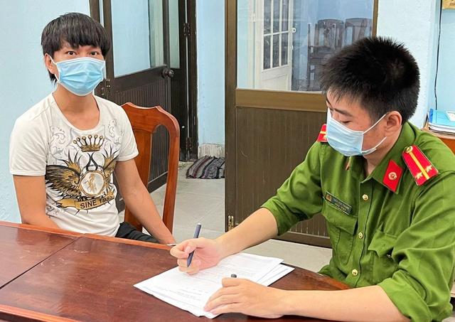 Rủ bạn gái 15 tuổi vào Đà Nẵng chơi, nhiều lần quay lại clip nóng để lưu giữ làm kỷ niệm - Ảnh 1.