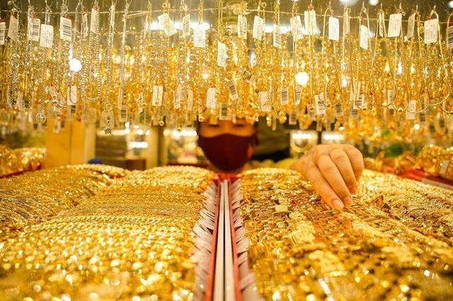 Giá vàng hôm nay 27/7: Giảm mạnh, lực bán vàng tăng cao - Ảnh 1.