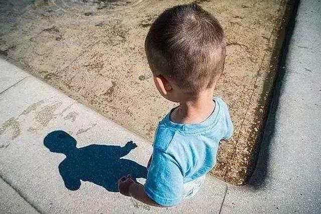 Cậu bé 5 tuổi thoát khỏi tay kẻ buôn người nhờ một câu nói  - Ảnh 2.