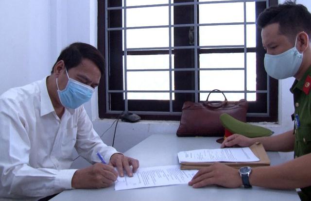 Bắt tạm giam kẻ lừa nữ nhân viên y tế 250 triệu - Ảnh 1.