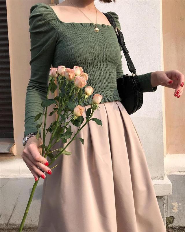 4 tips mặc đẹp tôn dáng từ cô nàng người Nga cao 1m50: Chỉ cần vài món chủ chốt là đủ cân hết các style - Ảnh 1.