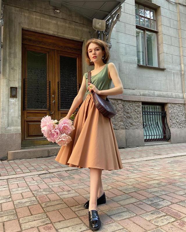 4 tips mặc đẹp tôn dáng từ cô nàng người Nga cao 1m50: Chỉ cần vài món chủ chốt là đủ cân hết các style - Ảnh 2.