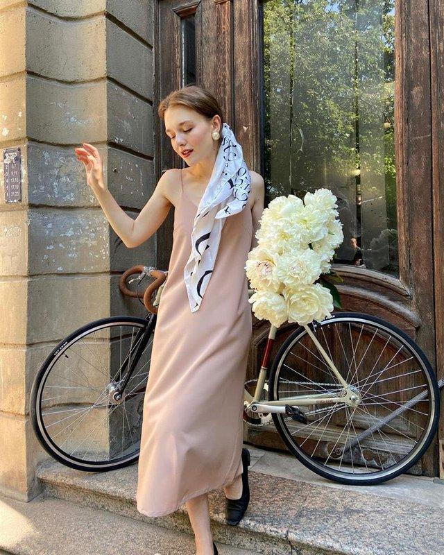 4 tips mặc đẹp tôn dáng từ cô nàng người Nga cao 1m50: Chỉ cần vài món chủ chốt là đủ cân hết các style - Ảnh 13.