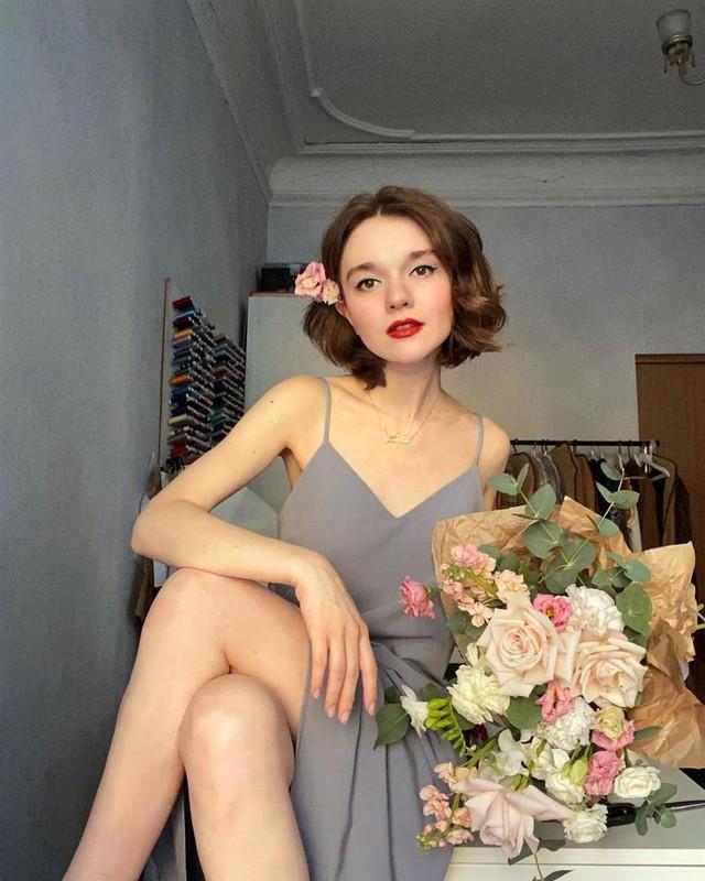 4 tips mặc đẹp tôn dáng từ cô nàng người Nga cao 1m50: Chỉ cần vài món chủ chốt là đủ cân hết các style - Ảnh 14.