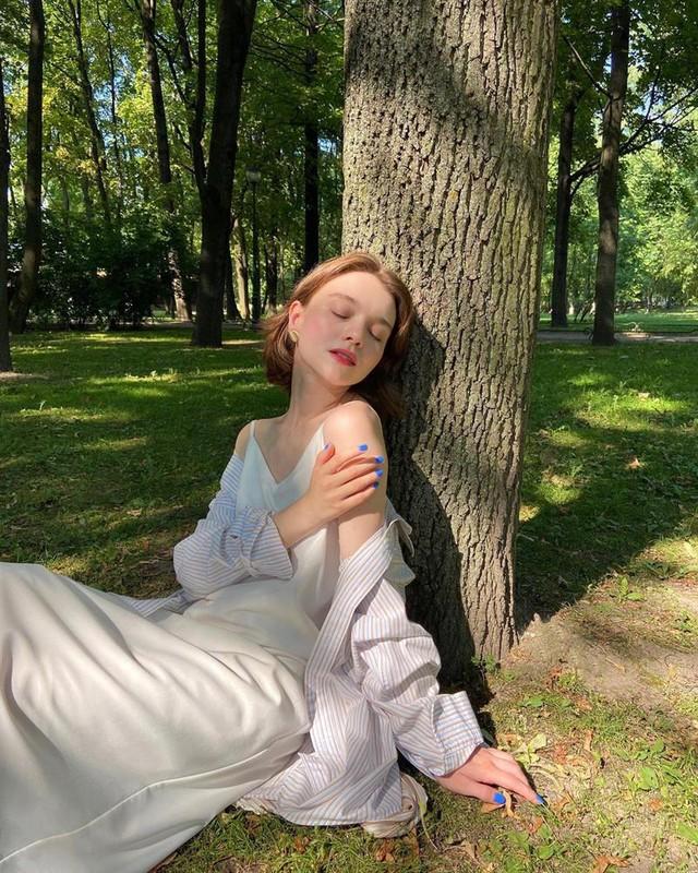4 tips mặc đẹp tôn dáng từ cô nàng người Nga cao 1m50: Chỉ cần vài món chủ chốt là đủ cân hết các style - Ảnh 15.