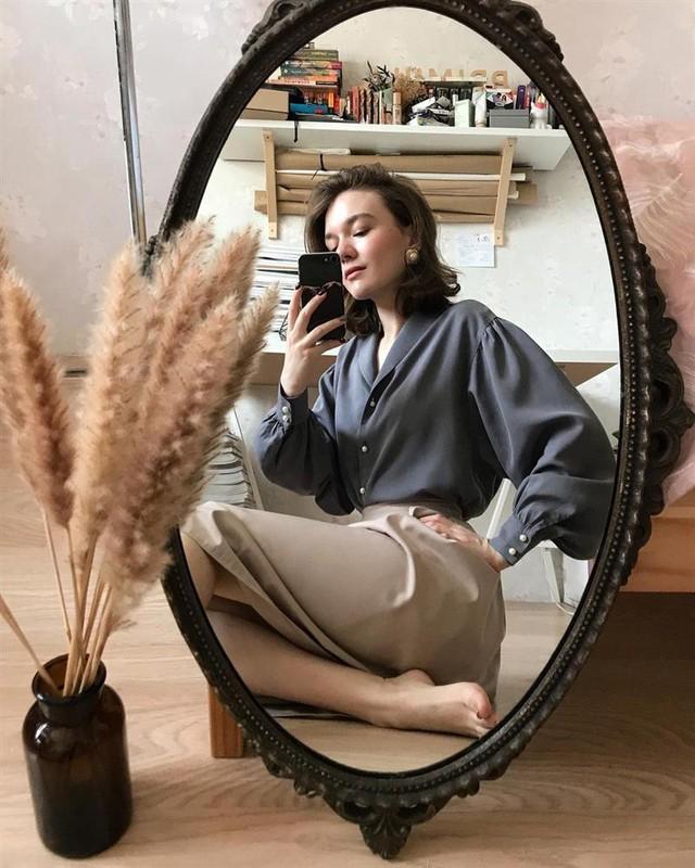 4 tips mặc đẹp tôn dáng từ cô nàng người Nga cao 1m50: Chỉ cần vài món chủ chốt là đủ cân hết các style - Ảnh 3.