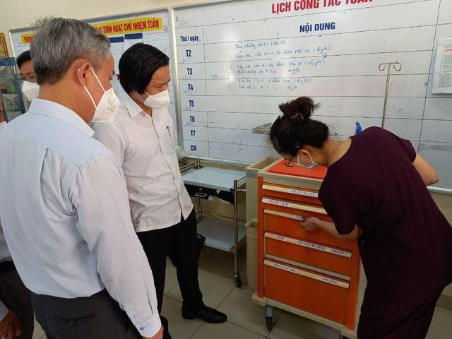 Tổ công tác Bộ Y tế tư vấn chăm sóc người nhiễm COVID-19 ở khu cách ly của Tân Phú - Ảnh 2.
