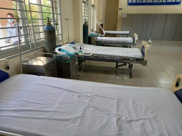 Tổ công tác Bộ Y tế tư vấn chăm sóc người nhiễm COVID-19 ở khu cách ly của Tân Phú - Ảnh 3.