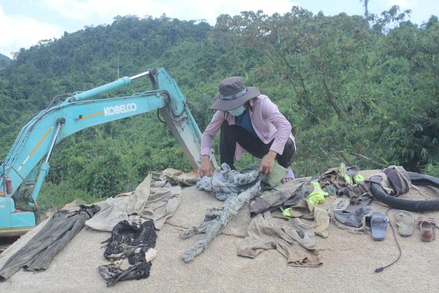 Nỗ lực tìm kiếm công nhân mất tích ở thủy điện Rào Trăng 3, tìm thấy nhiều vật dụng cá nhân - Ảnh 10.