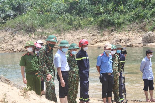 Nỗ lực tìm kiếm công nhân mất tích ở thủy điện Rào Trăng 3, tìm thấy nhiều vật dụng cá nhân - Ảnh 3.