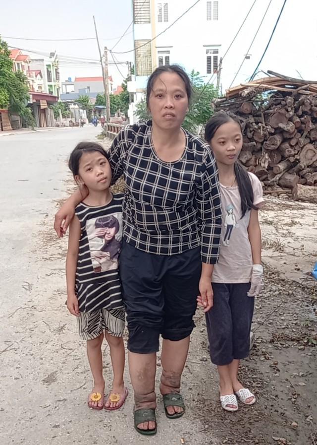 """Lời khẩn cầu của 2 con thơ mồ côi bố mong cứu đôi chân voi"""" của mẹ vì căn bệnh quái ác - Ảnh 3."""