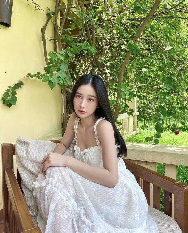 Trang phục tôn vai thon của Jun Vũ - Ảnh 3.